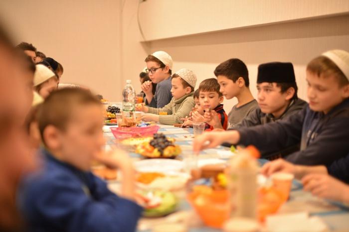 Благотворительный ужин посетили свыше 100 подопечных фонда.