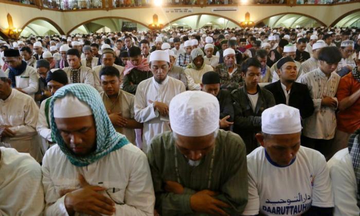 В Малайзии около 200 человек заразились коронавирусом в мечети