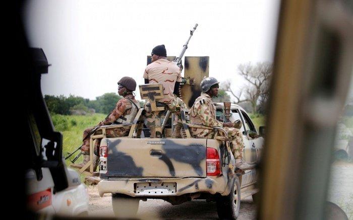 Военные нигерийской армии подверглись масштабной атаке боевиков.