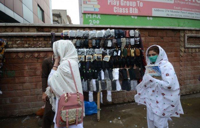 Число заразившихся коронавирусом в Пакистане продолжает расти.