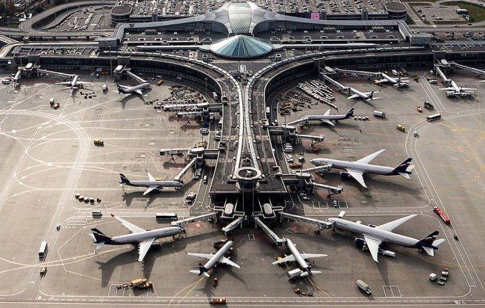 Россия прекращает авиасообщение на фоне пандемии.