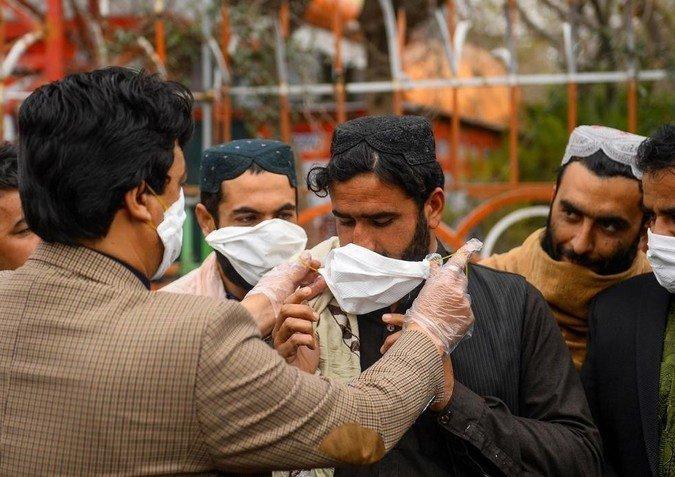 В Афганистане обеспокоены угрозой масштабного распространения коронавируса.