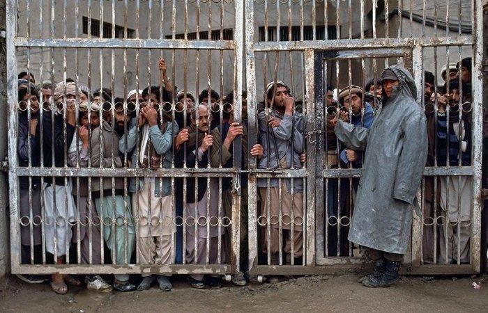 Президент Афганистана распорядился освободить до 10 тысяч заключенных.
