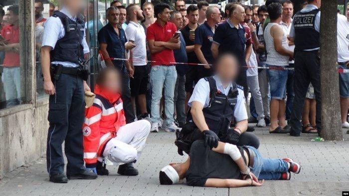 Беженцы пострадали от нападений правых экстремистов.