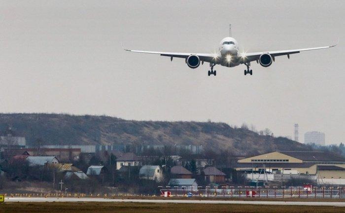 В Египте международное авиасообщение приостановлено до 15 апреля .