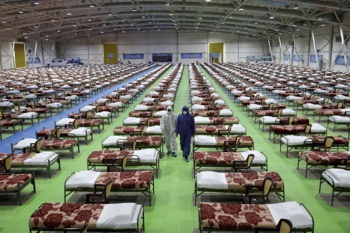Полевой госпиталь для заразившихся коронавирусом в окрестностях Тегерана.