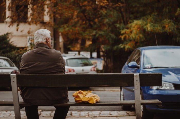 Наиболее подвержены заболеванию люди в возрасте старше 65 лет, которые имеют сердечно-сосудистые заболевания, сахарный диабет, ожирение, заболевания легких, бронхов