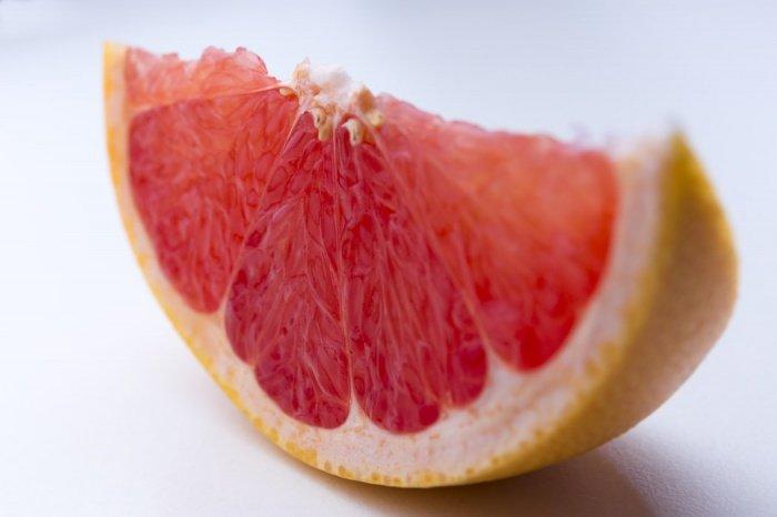 Грейпфруты влияют на эффективность порядка 50 препаратов для лечения самых разных заболеваний, в большинстве из которых важно соблюдать точную дозировку