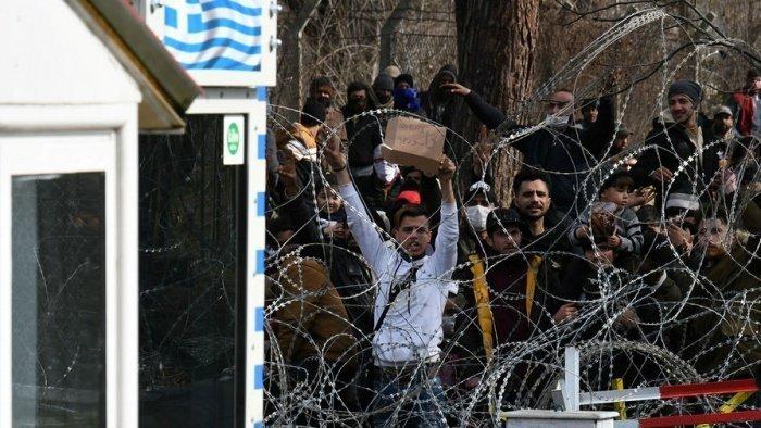 В Европу из Турции после открытия границ перебрались более ста тысяч мигрантов.