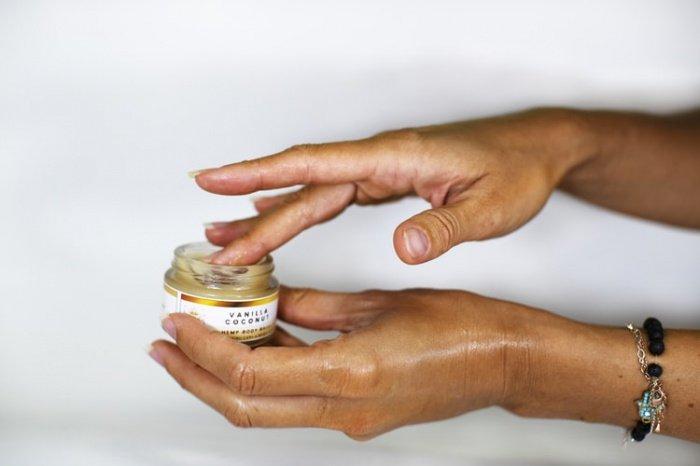 При выборе мыла рекомендуется обратить внимание на варианты, содержащие также увлажняющие ингредиенты, к примеру, алоэ. Они намного бережнее относятся к коже