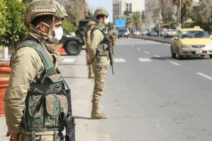 В Иордании действует комендантский час.