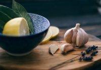 Оценена польза чеснока и лимонов в профилактике COVID-19