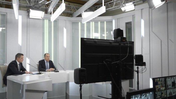 Глава российского МИД ответил на вопросы журналистов онлайн.