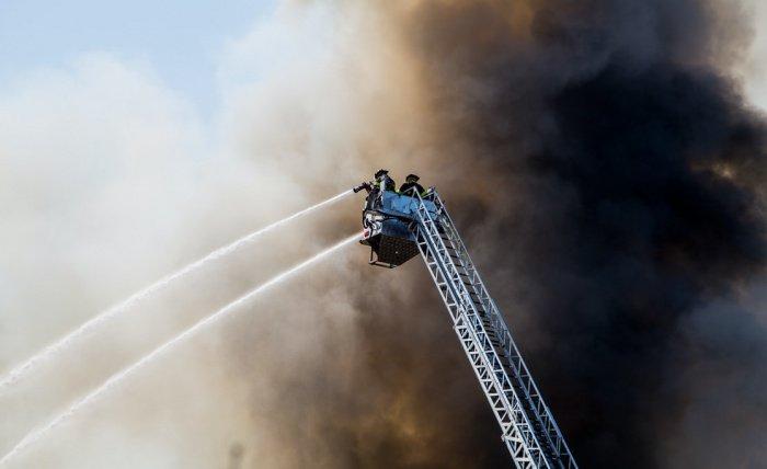 45% пожаров в жилых помещениях происходят как раз из-за неисправности электроустановочных изделий