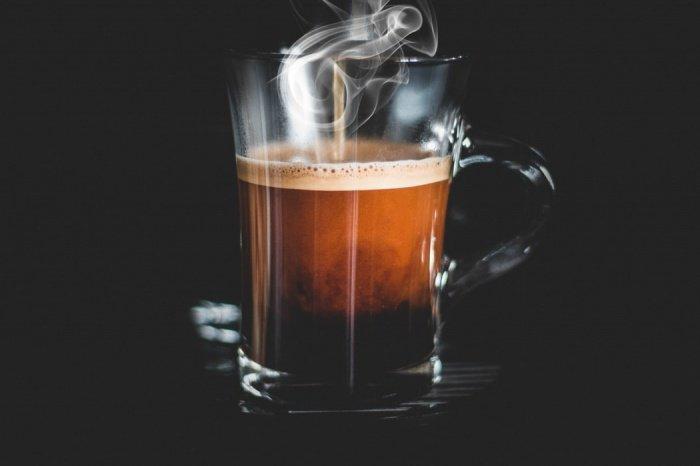 По словам ученых, ниже всего смертность была у тех, кто пил от одной до 4 чашек фильтрованного кофе в день