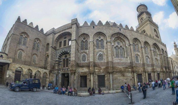 Комплекс султана аль-Мансура Калавуна в Каире, Египет. Часть здания использовалась как больница (бимаристан)
