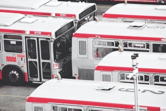 Инженеры предприятия создали специальные противовирусные модификации автобусов от «Газелей» до ЛиАЗов, оборудованные дополнительными средствами защиты