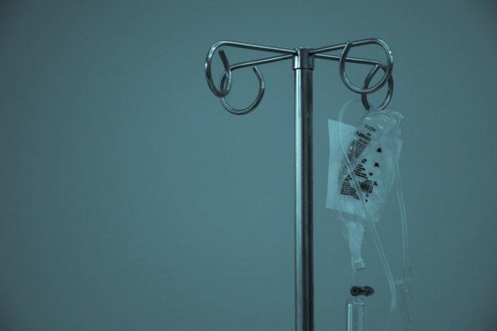 Перед тем как пациентку признали умершей, у нее поднялась температура до 42 градусов и появились проблемы с дыханием