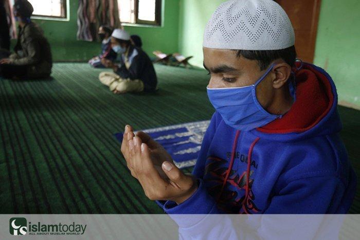 Коронавирус и исламофобия (фото: FAROOQ KHAN/ТАСС)