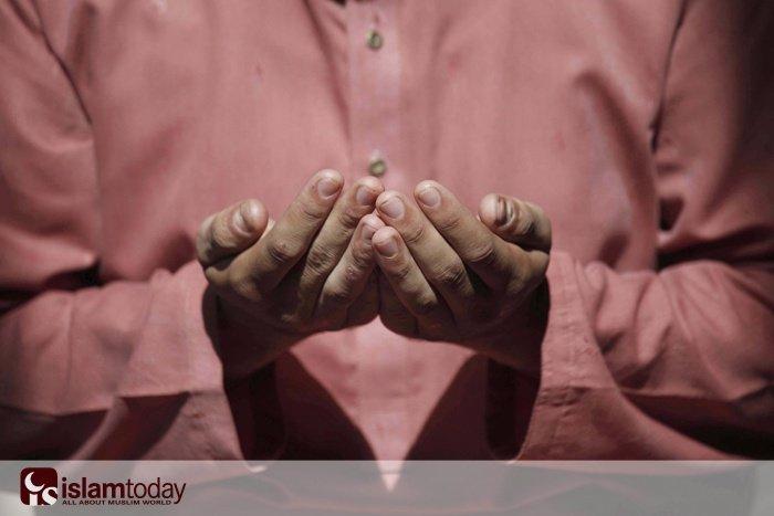 Поклонения в Рамадан (фото: BILAWAL ARBAB/ТАСС)