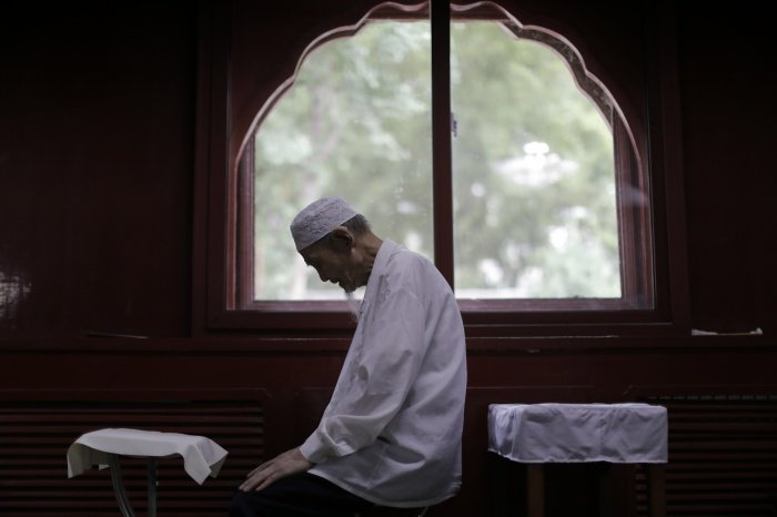 Языков в любви в Рамадан (фото: WU HONG/ТАСС)