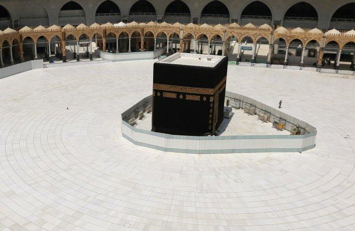 Запретная мечеть в Мекке опустела из-за пандемии коронавируса.
