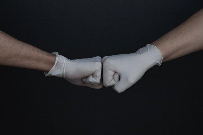 Время носки одноразовых перчаток – не более 2 часов, тканевые при этом можно носить весь день