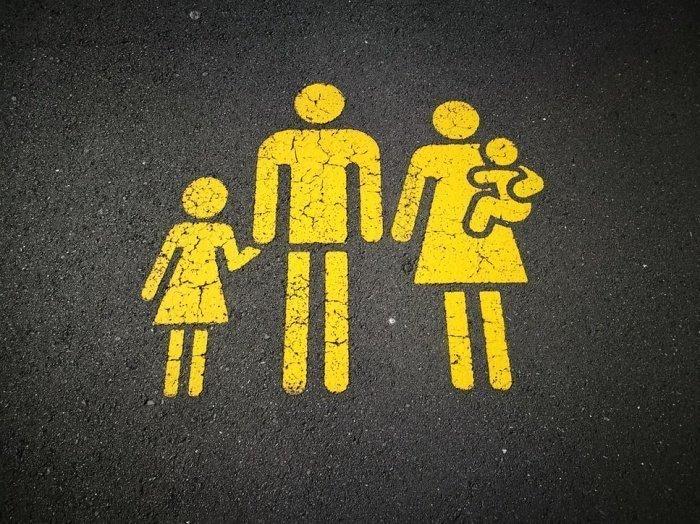Согласно расчетам, семья с 2 детьми от 2 до 7 лет при потере работы отцом сможет получать господдержку в 100 тыс. рублей на протяжении 3 месяцев