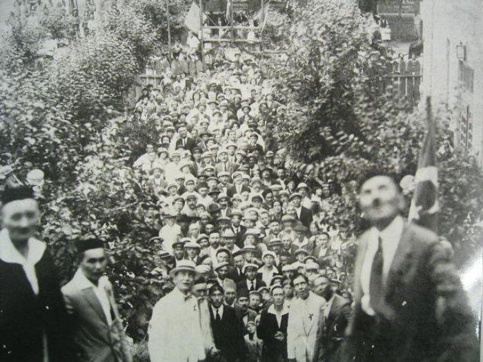 Торжественное установление полумесяца на минарет мечети. 27 июля 1924 года. Из личного архива Аяза Аги