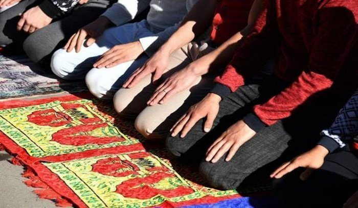 ДУМ Казахстана объявило об отмене праздничного намаза в мечетях.