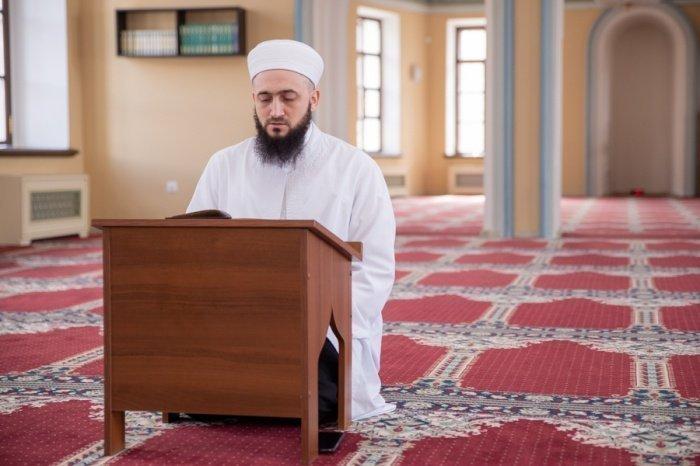 Камиль Самигуллин завершит хатм Корана.