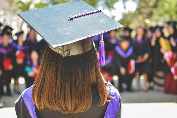По словам 88% респондентов, эпидемия на их решение по поступлению и выбору факультета никак не повлияла