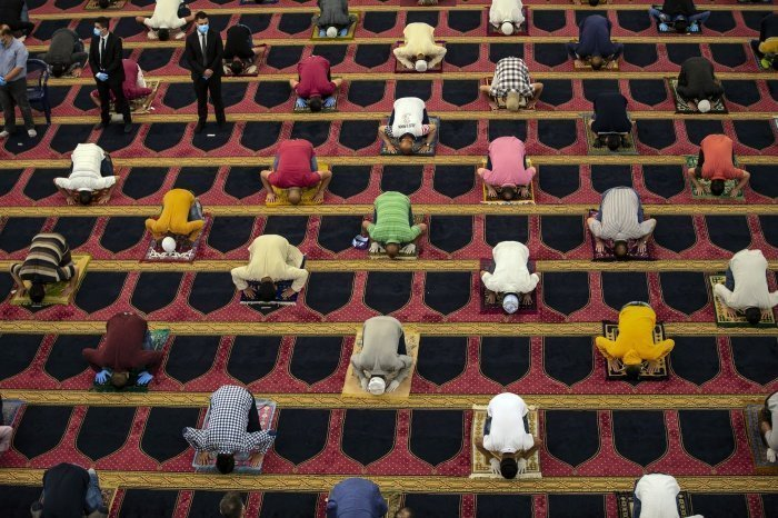 Мусульманский праздник Ураза-байрам в Бейруте (фото:NABIL MOUNZER/ТАСС)