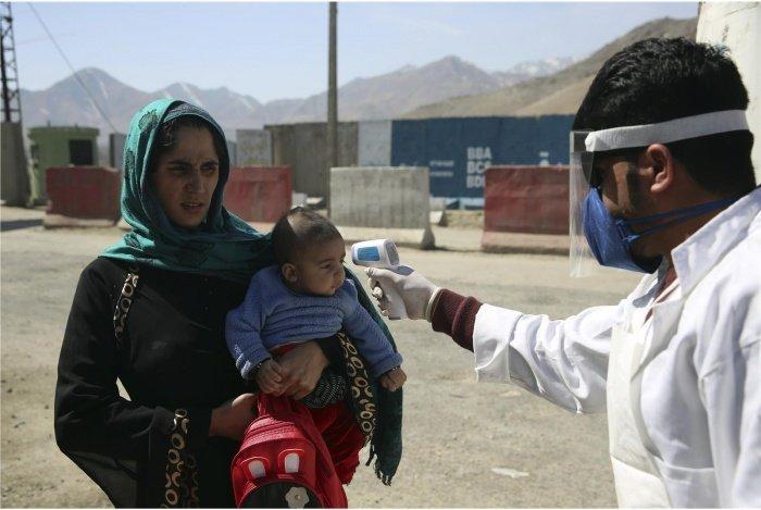 В Афганистане растет число заразившихся коронавирусом.