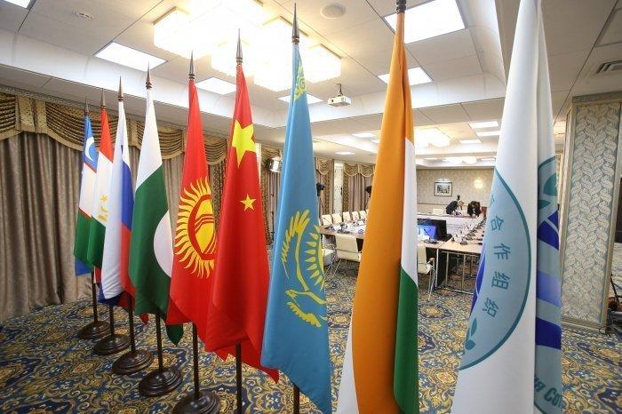 Крупные международные саммиты перенесен из-за коронавируса.