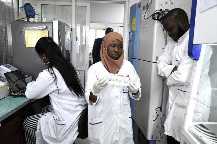 ВОЗ сообщила о росте числа жертв коронавируса в Африке.