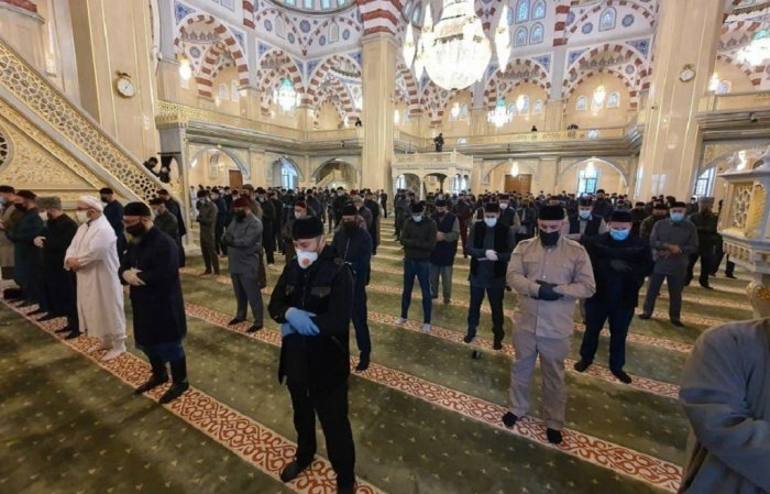 Глава Чечни сообщил об открытии мечетей для пятничных молитв.