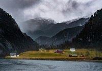 В Норвегии оползень унес жилой поселок в море