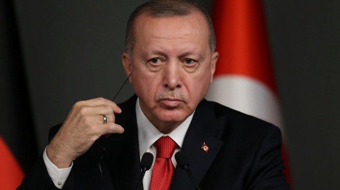 Эрдоган отменил решение МВД о введении комендантского часа.