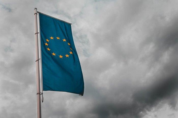 В релизе Еврокомиссии подчеркивается, что некоторые страны уже сняли ограничения на границах внутри Евросоюза