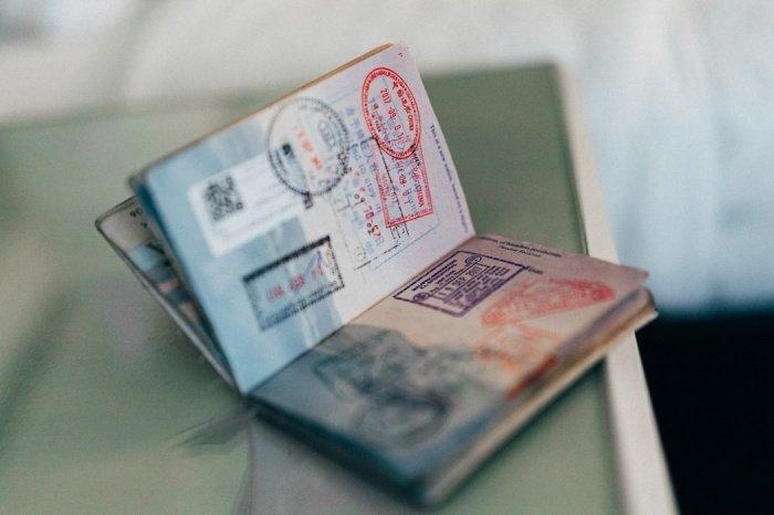 Если любой человек сообщит о себе заведомо ложные сведения при оформлении документов для выезда из России, то его могут оставить в стране принудительно