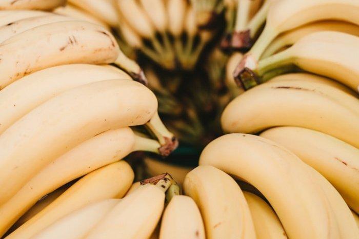 Не рекомендуется есть бананы на голодный желудок, стоит также отказаться от употребления незрелых плодов
