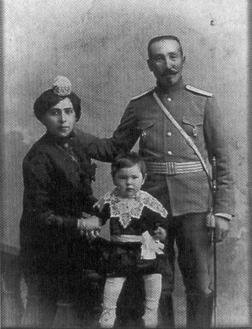 Казак-мусульманин из татар с семьей