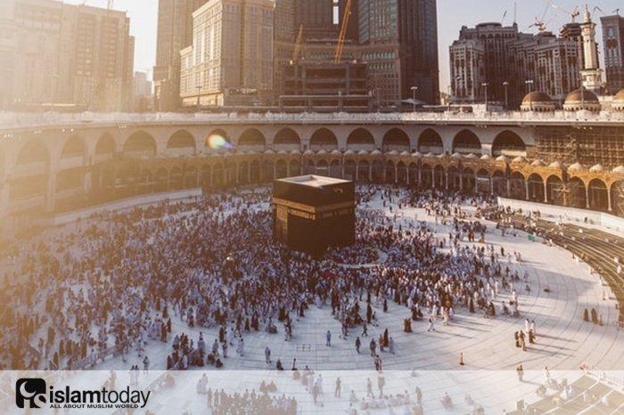 Хадж: почему мусульмане целуют черный камень? (Источник фото: unsplash.com)