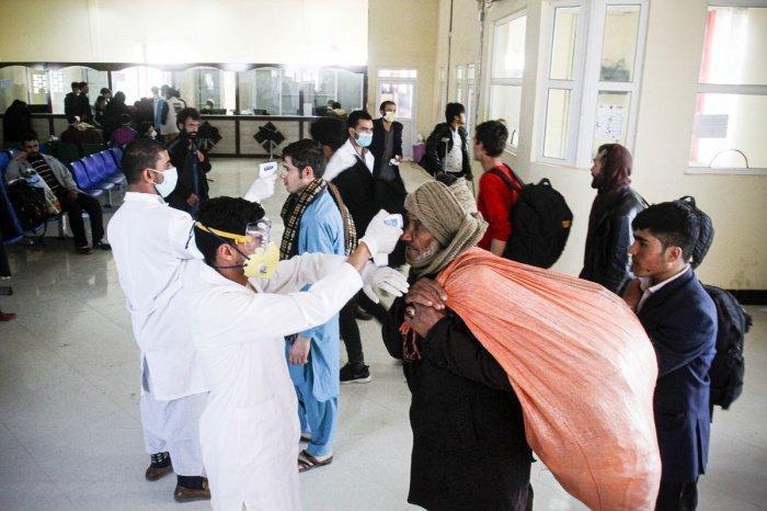 В Афганистане продолжет расти число заразившихся коронавирусом.