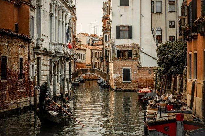 В целом предполагается, что до конца года спад количества международных туристов составит около 70% по сравнению с 2019 годом