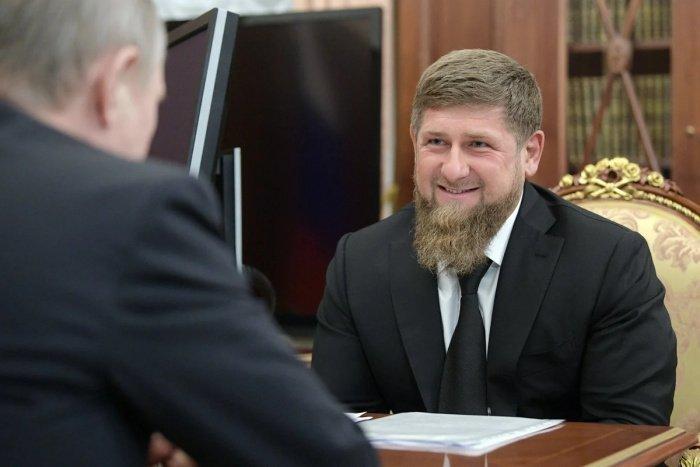 Глава Чечни предложил пожизненно избрать Путина президентом России.