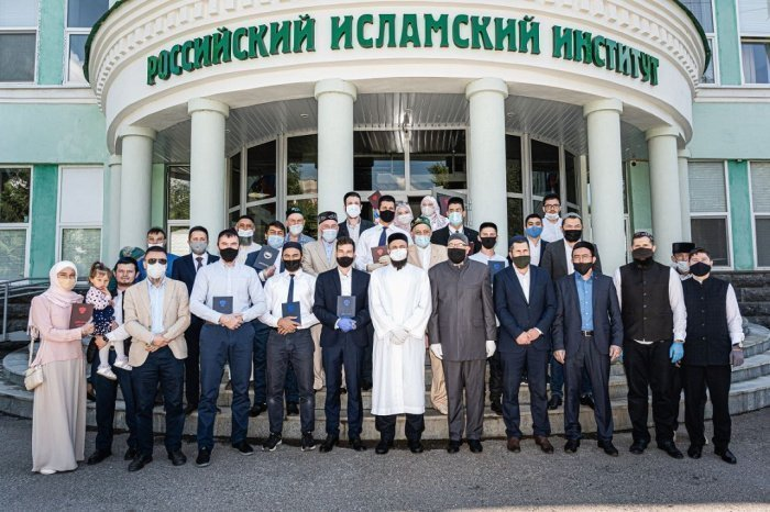 Камиль Самигуллин с выпускниками РИИ.