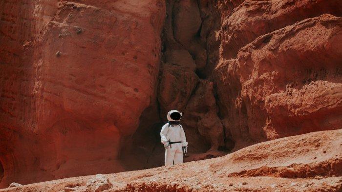 Встреча с внеземными формами жизни не должна стать для первых землян, чья нога ступит на поверхность Красной планеты, неожиданностью