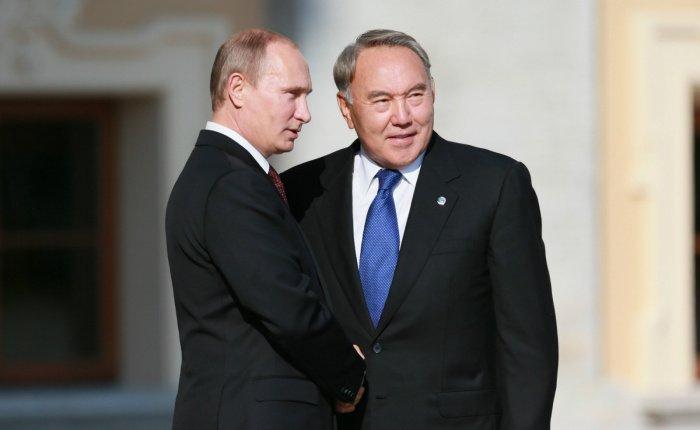 Путин и Назарбаев провели телефонные переговоры.